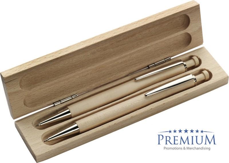 Schreibset aus Buchenholz besteht aus einem Holzkugelschreiber und Druckbleistift. Bestellen als Werbeartikel