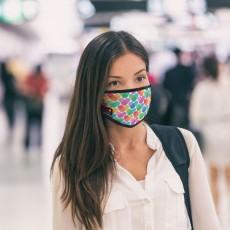 2-lagige Polycotton-Mundnasenmaske mit schwarzem oder weißem elastischen Besatz und Ohrschlaufen